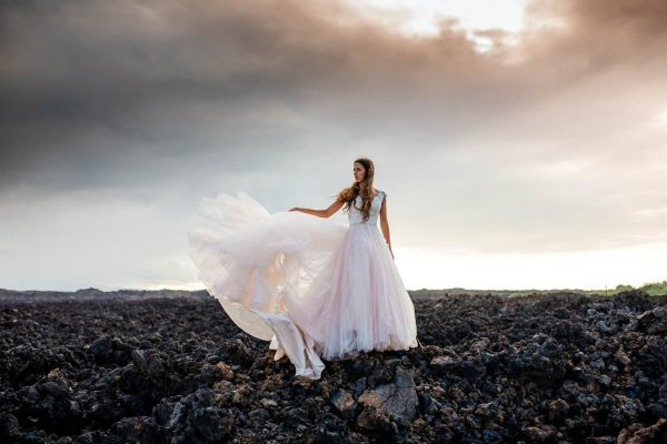 rugged-hawaiian-wedding-photos-on-the-big-island-karina-and-maks-14