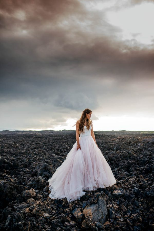 rugged-hawaiian-wedding-photos-on-the-big-island-karina-and-maks-15