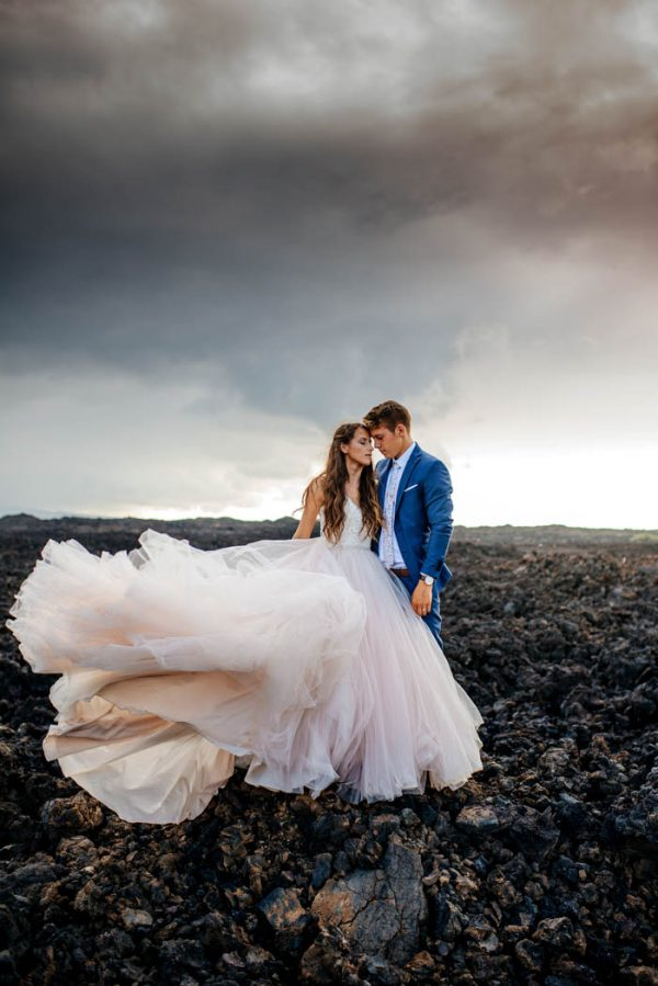Rugged Hawaiian Wedding Photos On The Big Island Junebug