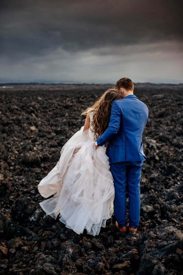 rugged-hawaiian-wedding-photos-on-the-big-island-karina-and-maks-17
