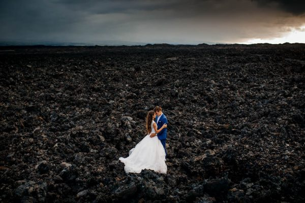 rugged-hawaiian-wedding-photos-on-the-big-island-karina-and-maks-18