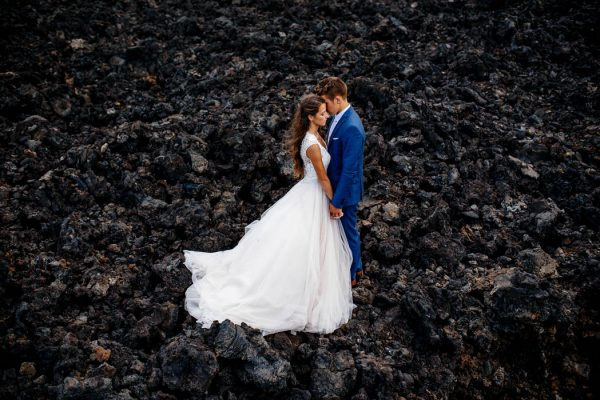 rugged-hawaiian-wedding-photos-on-the-big-island-karina-and-maks-19