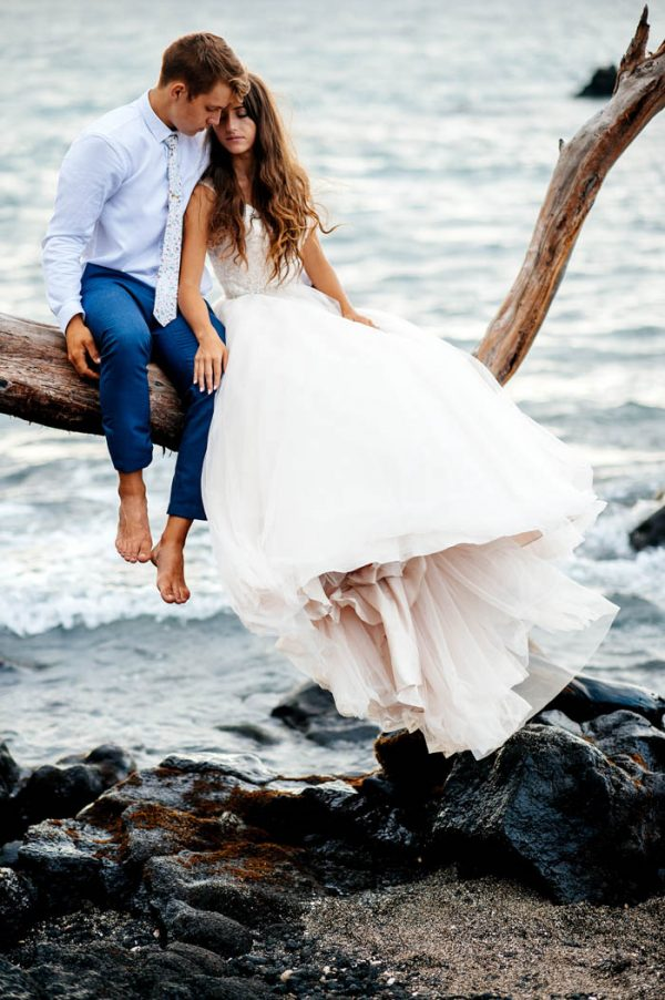 rugged-hawaiian-wedding-photos-on-the-big-island-karina-and-maks-21