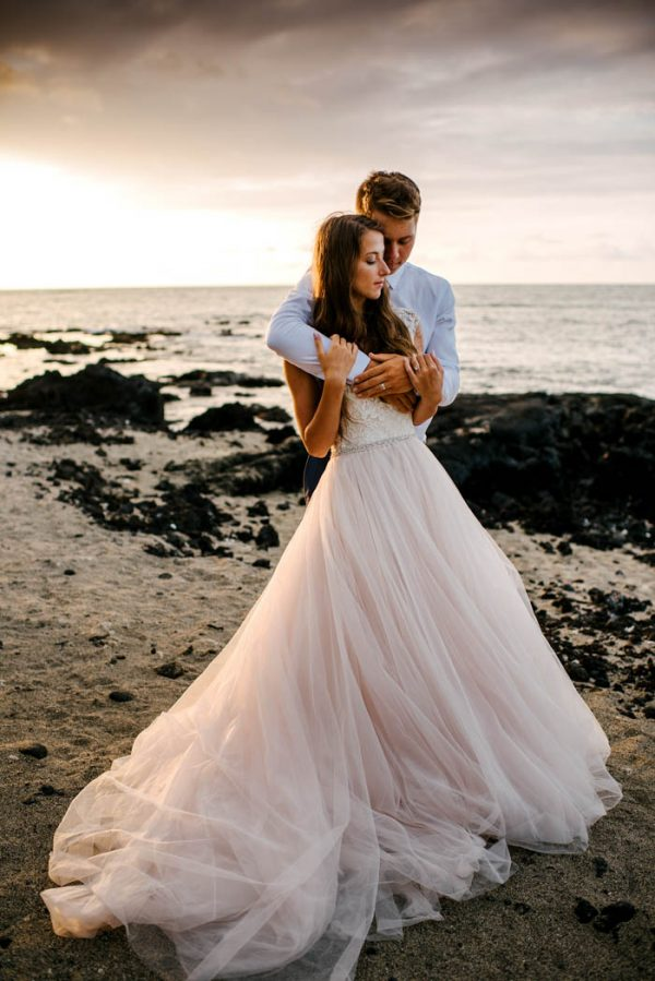 rugged-hawaiian-wedding-photos-on-the-big-island-karina-and-maks-24