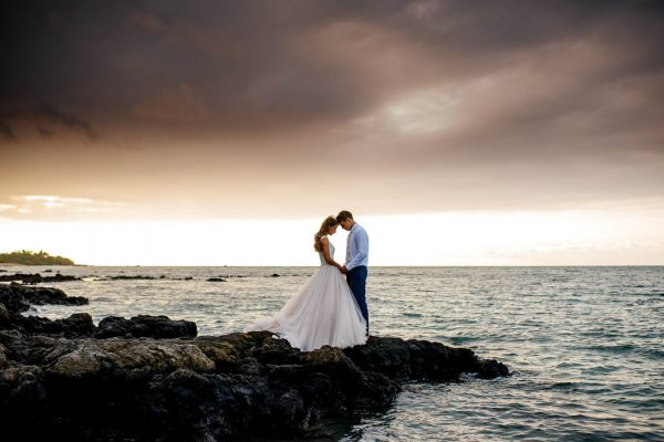 rugged-hawaiian-wedding-photos-on-the-big-island-karina-and-maks-3