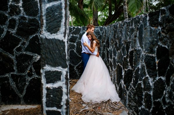 rugged-hawaiian-wedding-photos-on-the-big-island-karina-and-maks-32