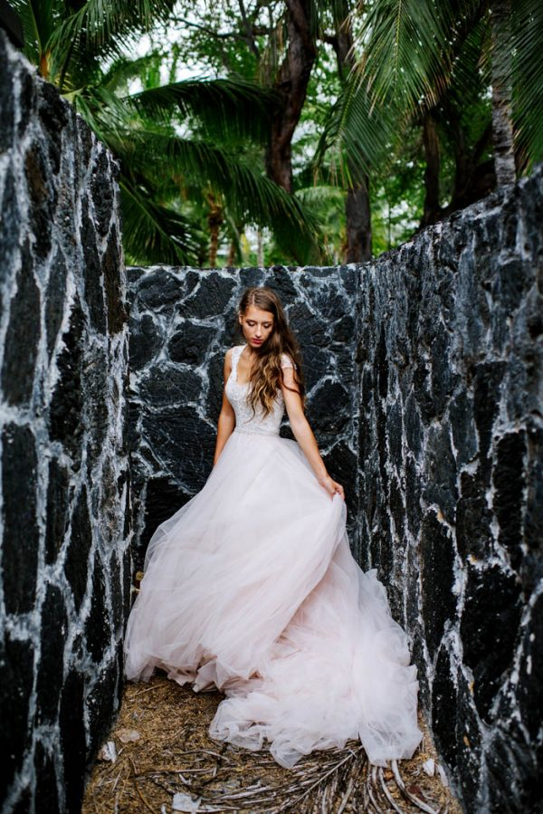 rugged-hawaiian-wedding-photos-on-the-big-island-karina-and-maks-34