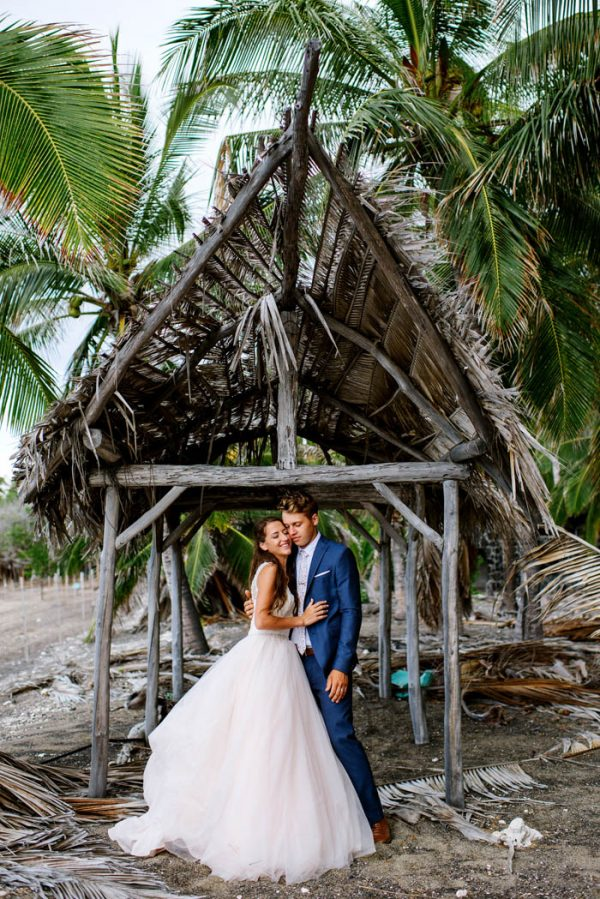 rugged-hawaiian-wedding-photos-on-the-big-island-karina-and-maks-38