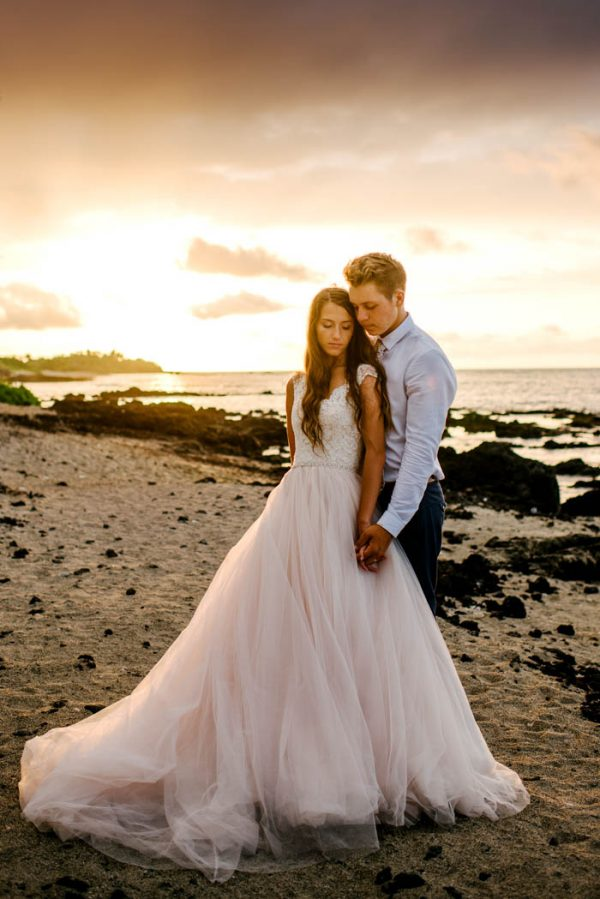 rugged-hawaiian-wedding-photos-on-the-big-island-karina-and-maks-41