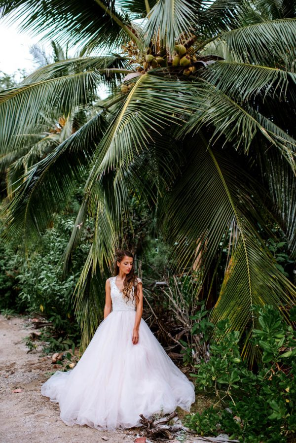 rugged-hawaiian-wedding-photos-on-the-big-island-karina-and-maks-42