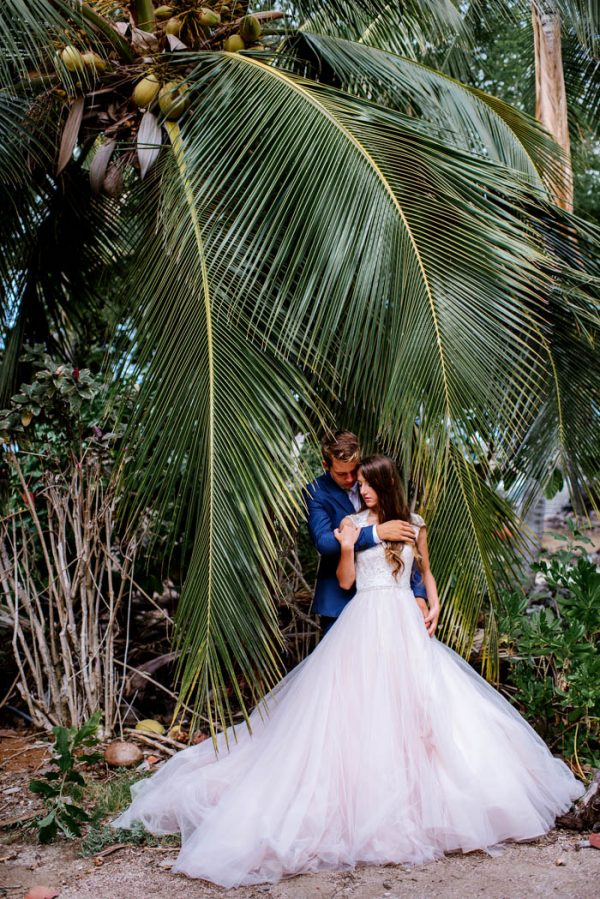 rugged-hawaiian-wedding-photos-on-the-big-island-karina-and-maks-44