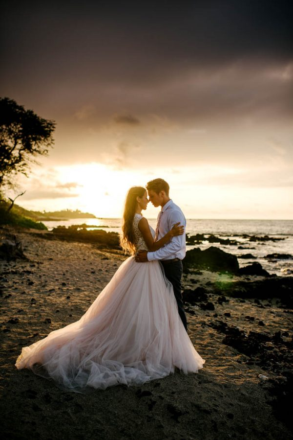 rugged-hawaiian-wedding-photos-on-the-big-island-karina-and-maks-7