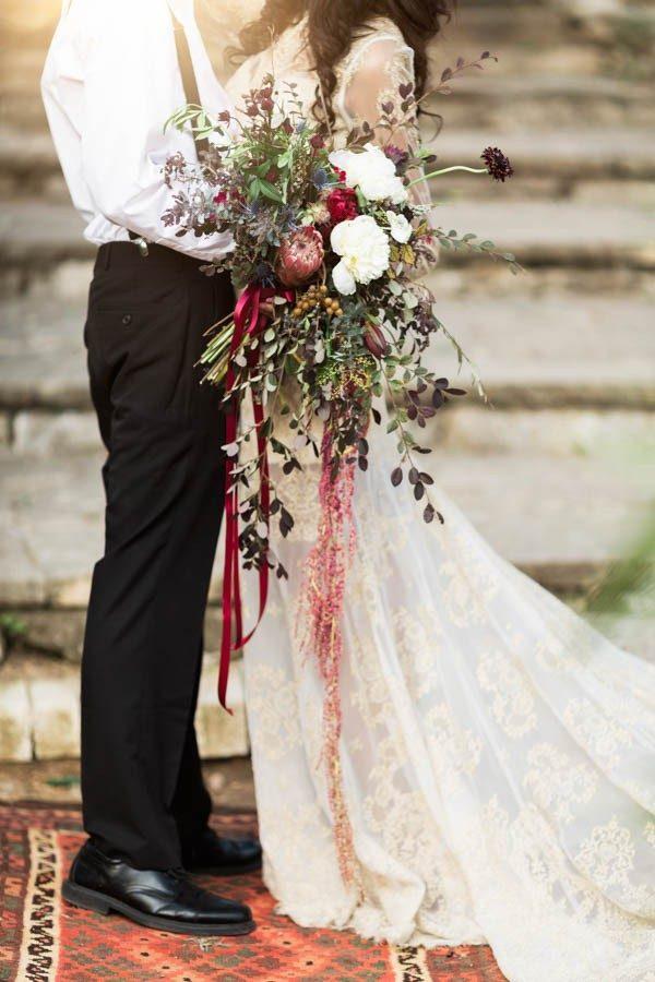 texas-bohemian-wedding-style-laguna-gloria-holly-kringer-photography-10-of-30-600x900