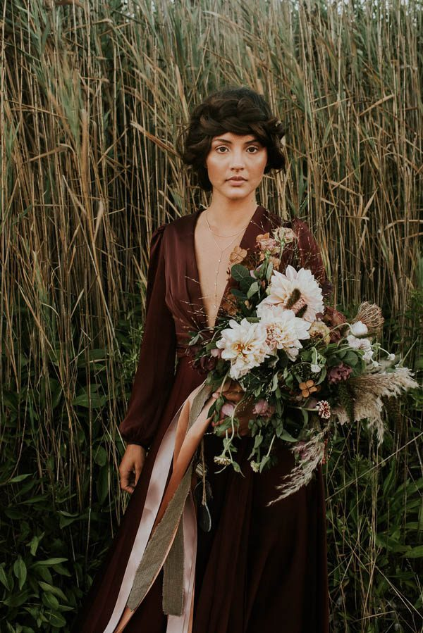 this-beachy-bridal-inspiration-has-a-moody-romantic-twist-allison-markova-photography-41-600x899