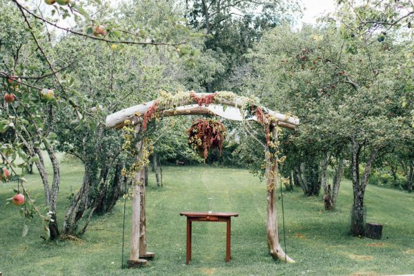 this-michigan-orchard-wedding-at-belsolda-farm-is-quintessentially-autumn-vafa-photography-28