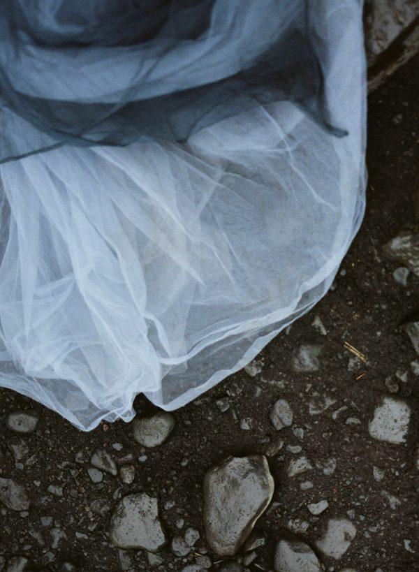 beautifully-wild-iceland-bridal-inspiration-20