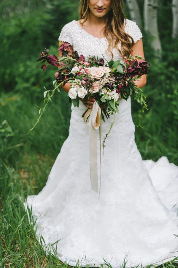 boho-wedding-inspiration-in-the-lush-little-cottonwood-canyon-26-600x902