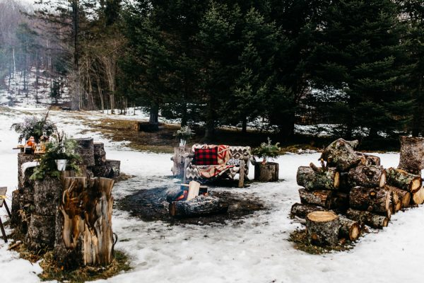 cozy-alternative-fall-wedding-inspiration-in-snowy-vermont-25