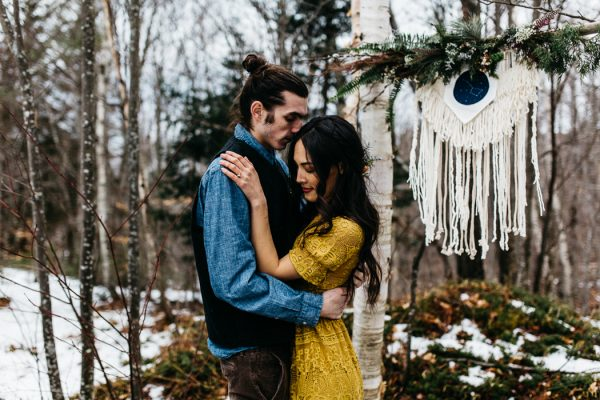 cozy-alternative-fall-wedding-inspiration-in-snowy-vermont-32