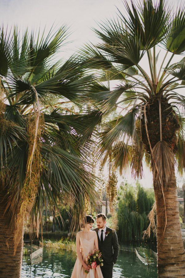 creative-blush-wedding-inspiration-at-echo-park-lake-15