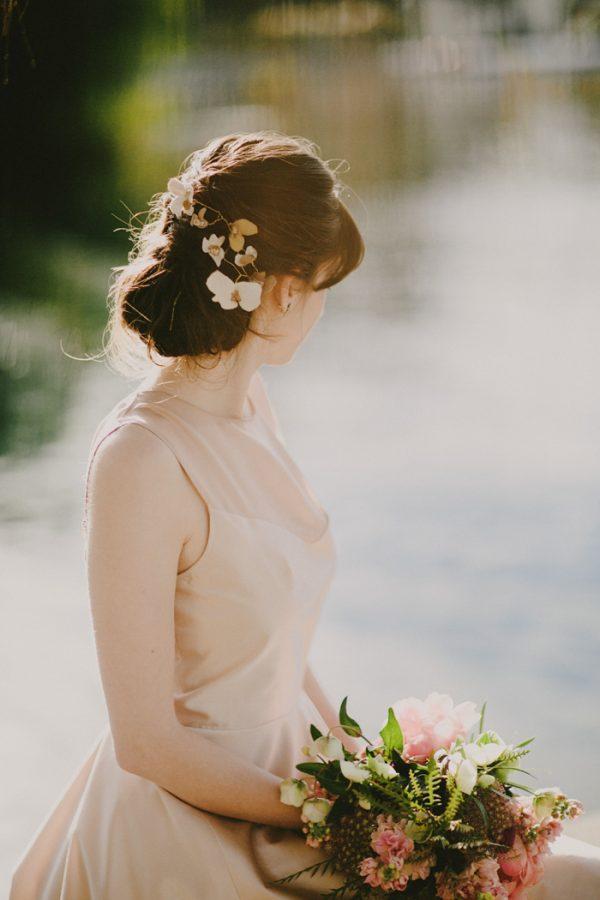 creative-blush-wedding-inspiration-at-echo-park-lake-17