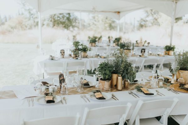 enchanting-british-columbia-wedding-with-a-touch-of-retro-vibes-11