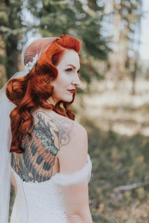 enchanting-british-columbia-wedding-with-a-touch-of-retro-vibes-13