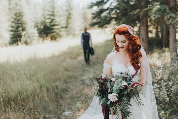 enchanting-british-columbia-wedding-with-a-touch-of-retro-vibes-14