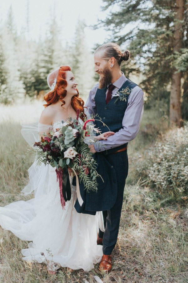 enchanting-british-columbia-wedding-with-a-touch-of-retro-vibes-15