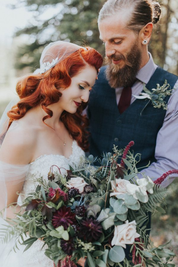 enchanting-british-columbia-wedding-with-a-touch-of-retro-vibes-16