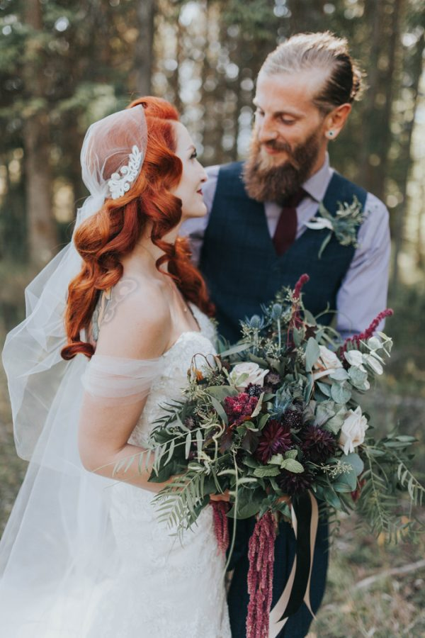 enchanting-british-columbia-wedding-with-a-touch-of-retro-vibes-17