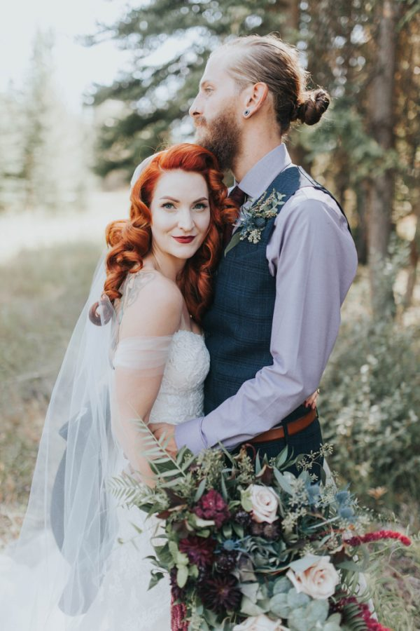 enchanting-british-columbia-wedding-with-a-touch-of-retro-vibes-19