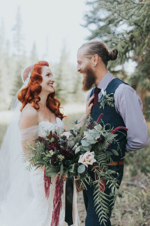 enchanting-british-columbia-wedding-with-a-touch-of-retro-vibes-20