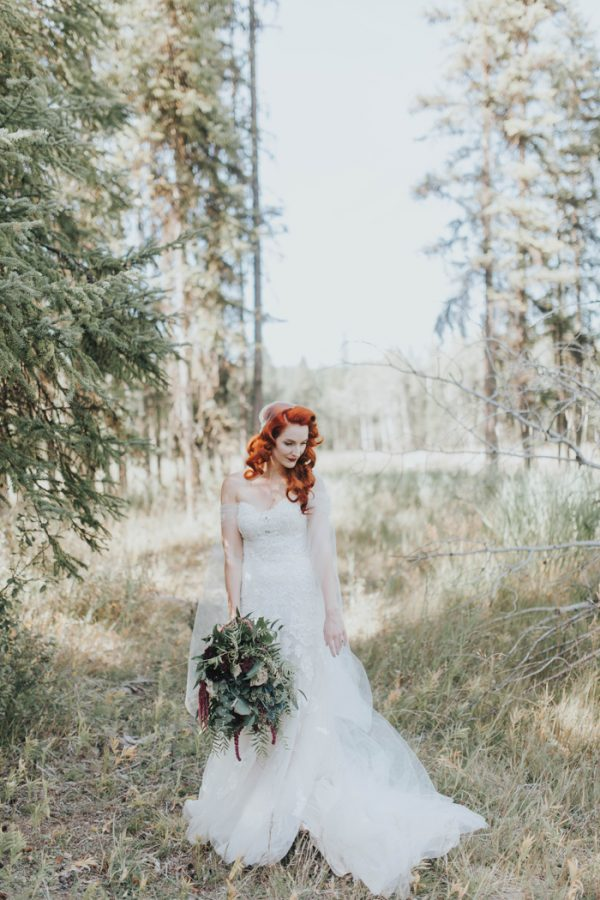 enchanting-british-columbia-wedding-with-a-touch-of-retro-vibes-21
