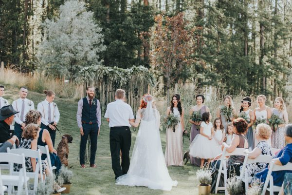 enchanting-british-columbia-wedding-with-a-touch-of-retro-vibes-28
