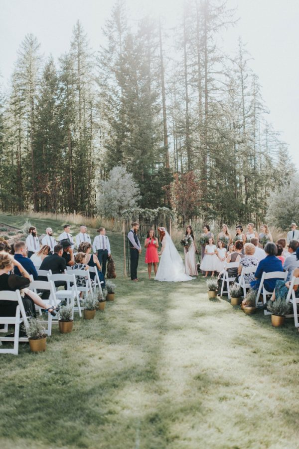 enchanting-british-columbia-wedding-with-a-touch-of-retro-vibes-29