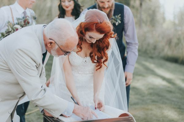 enchanting-british-columbia-wedding-with-a-touch-of-retro-vibes-30