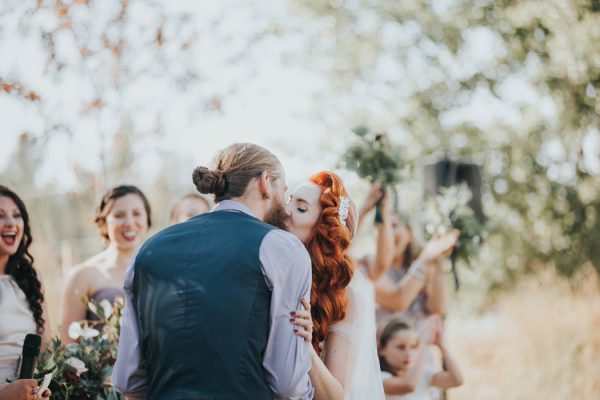 enchanting-british-columbia-wedding-with-a-touch-of-retro-vibes-31