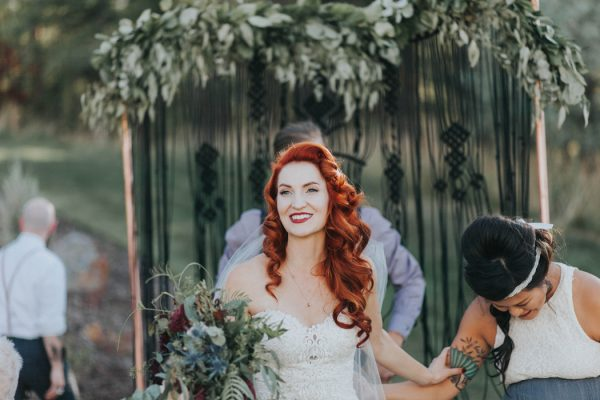 enchanting-british-columbia-wedding-with-a-touch-of-retro-vibes-32