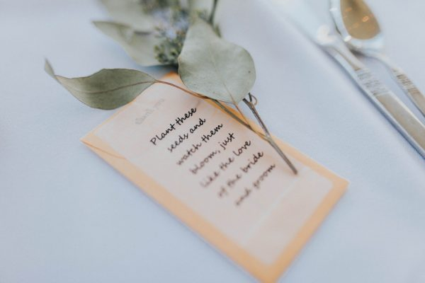 enchanting-british-columbia-wedding-with-a-touch-of-retro-vibes-34