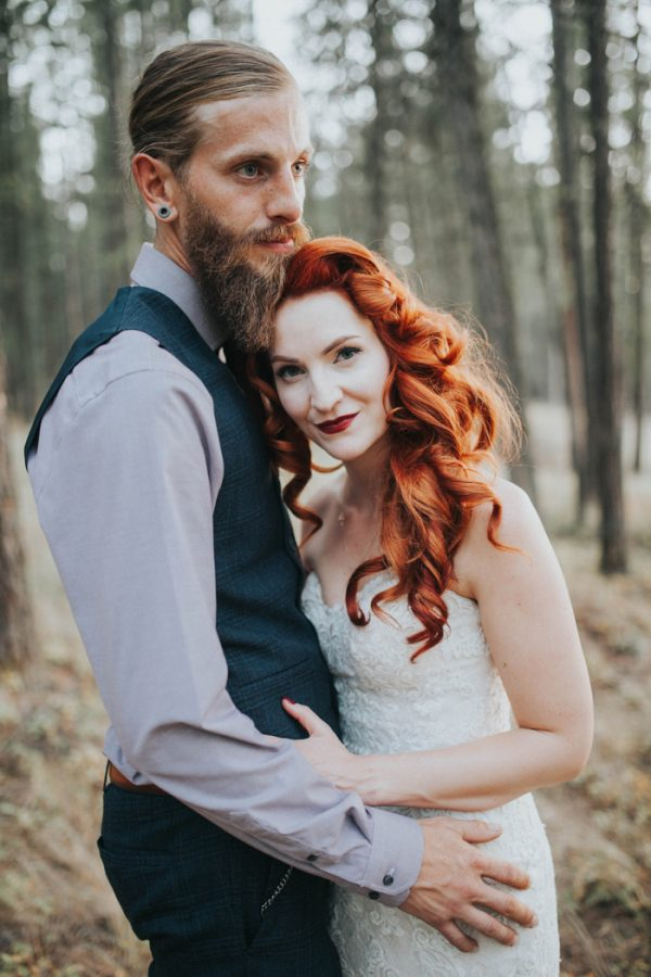 enchanting-british-columbia-wedding-with-a-touch-of-retro-vibes-36