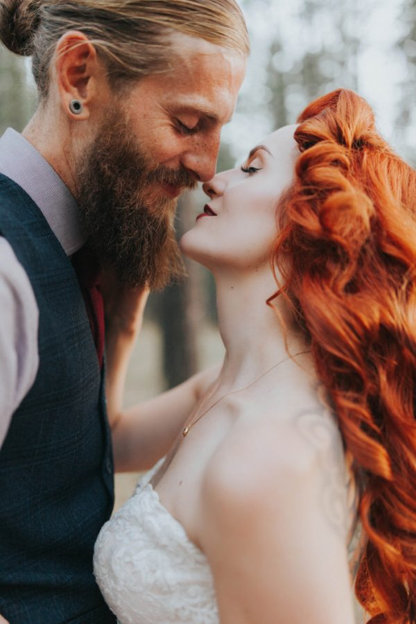 enchanting-british-columbia-wedding-with-a-touch-of-retro-vibes-38