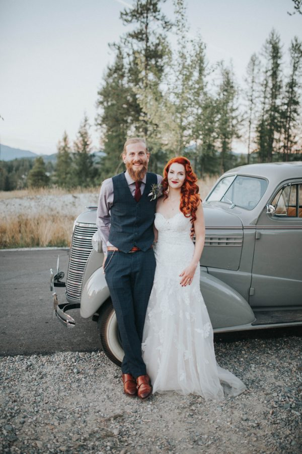 enchanting-british-columbia-wedding-with-a-touch-of-retro-vibes-39