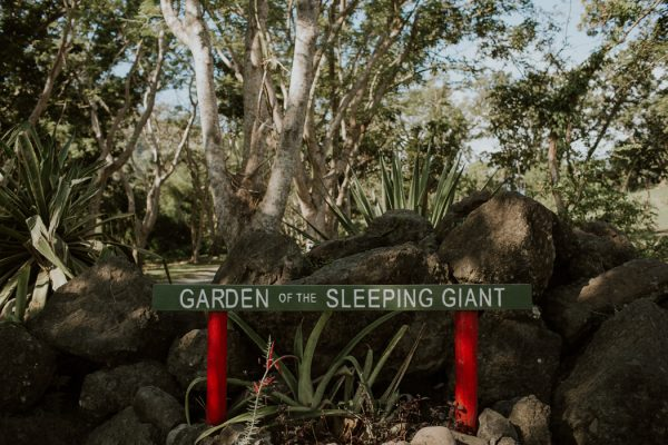 glamorous-fiji-wedding-at-the-garden-of-the-sleeping-giant-1