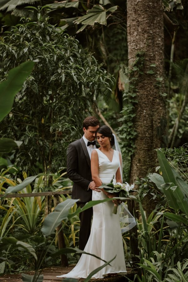 glamorous-fiji-wedding-at-the-garden-of-the-sleeping-giant-26