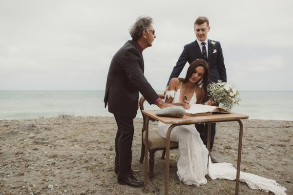 relaxed-waterfront-new-zealand-wedding-at-the-longbeach-estate-11