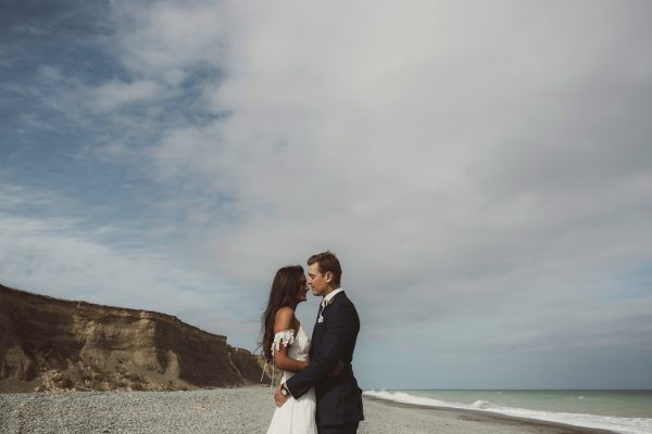 relaxed-waterfront-new-zealand-wedding-at-the-longbeach-estate-23