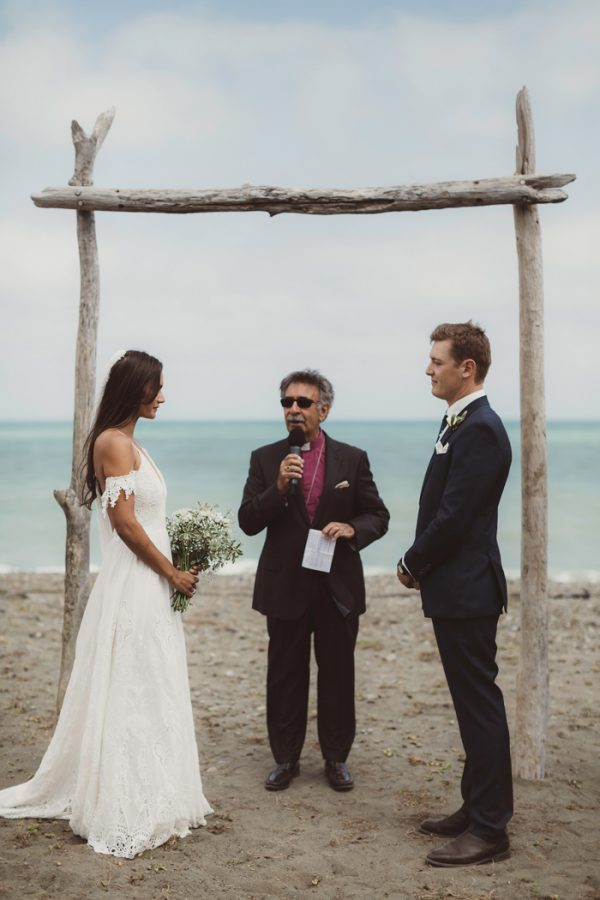 relaxed-waterfront-new-zealand-wedding-at-the-longbeach-estate-8