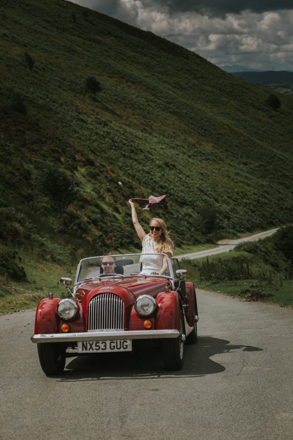 these-newlyweds-took-a-romantic-drive-through-moel-famau-24-hours-after-saying-i-do-13