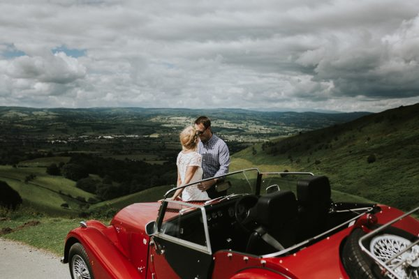 these-newlyweds-took-a-romantic-drive-through-moel-famau-24-hours-after-saying-i-do-14